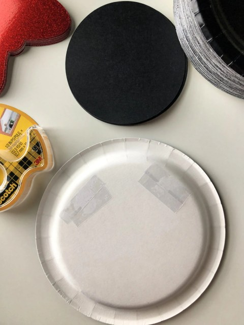 DIY Minnie Mouse Paper Plates Step 1