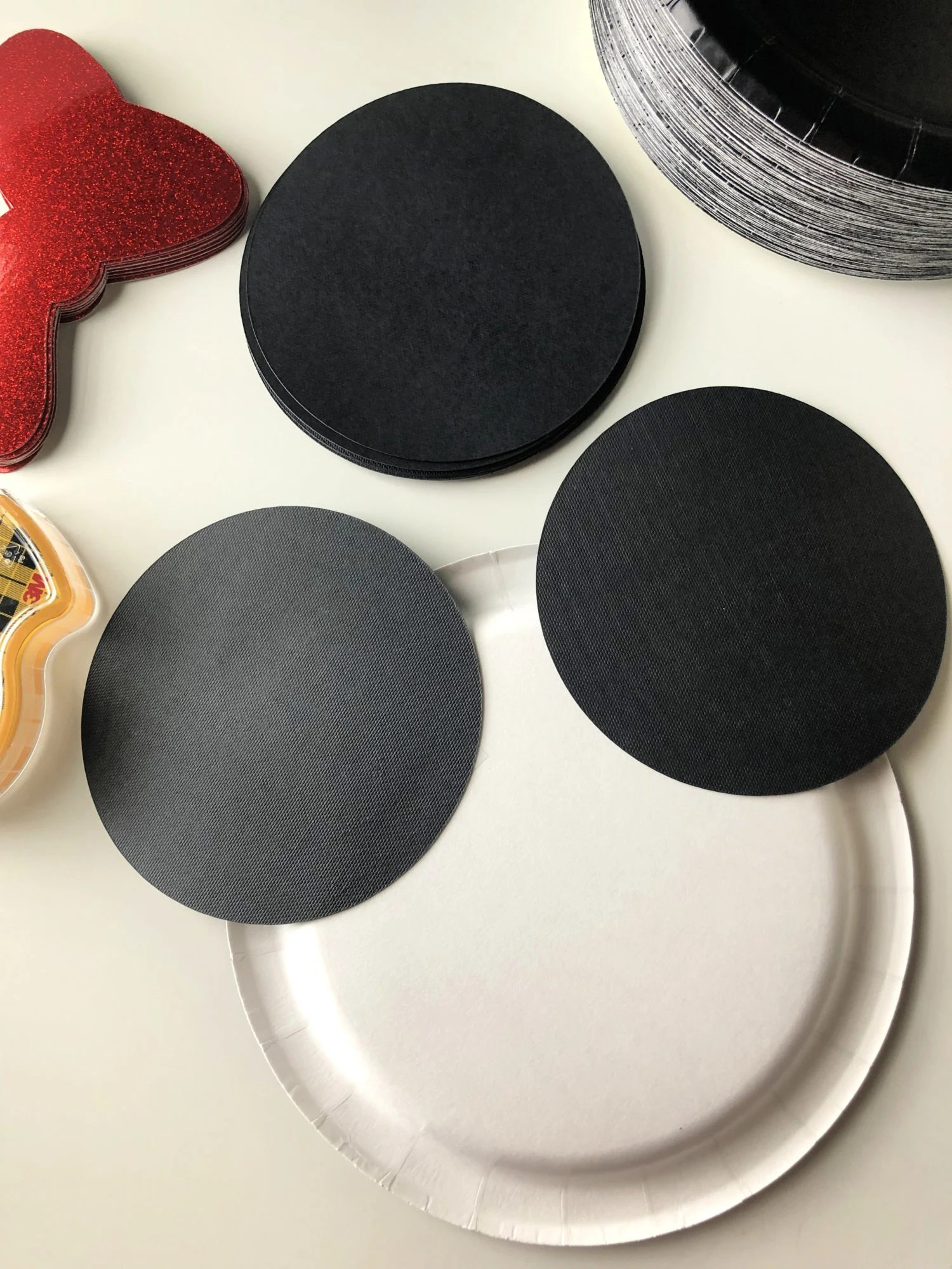 DIY Minnie Mouse Paper Plates Step 2