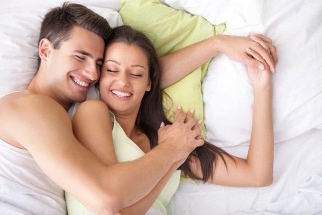 молодые супруги хороший секс в постели