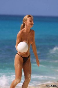 Пляжный волейбол девушек с красивой голой грудью. Секс-порно история парня, который случайно испытал нереальны оргазм прилюдно в автобусе. Читай на сексбокс онлайн, смотри фото