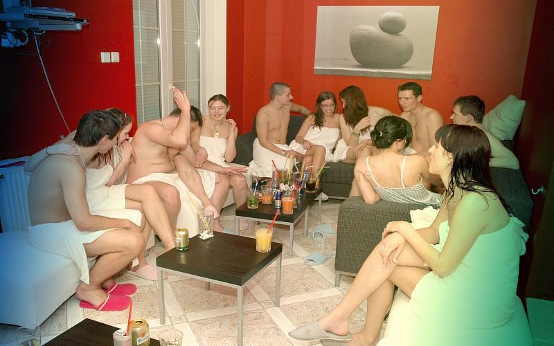 Фото: знакомство свингеров на вечеринке в клубе