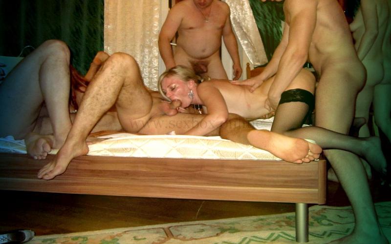 Фото: групповой семейный секс