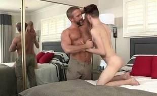 Sexo com tio gay comendo o sobrinho novinho