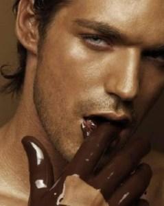Hombre sexy chocolate afrodisíaco