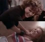 Briga de garotas, ela é forçada a monstra os peitos!