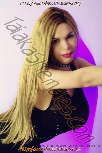 Travesti de pechos grandes Renata Bambola en Alicante