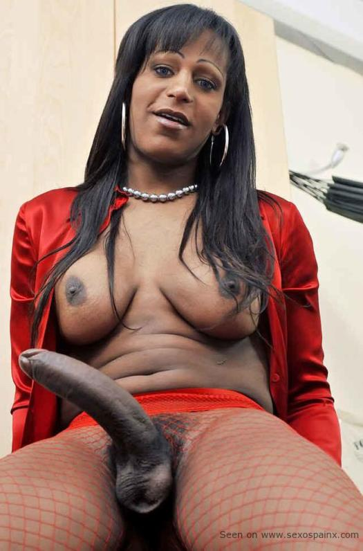 Ebony Shemale Flavia Lins showing dick