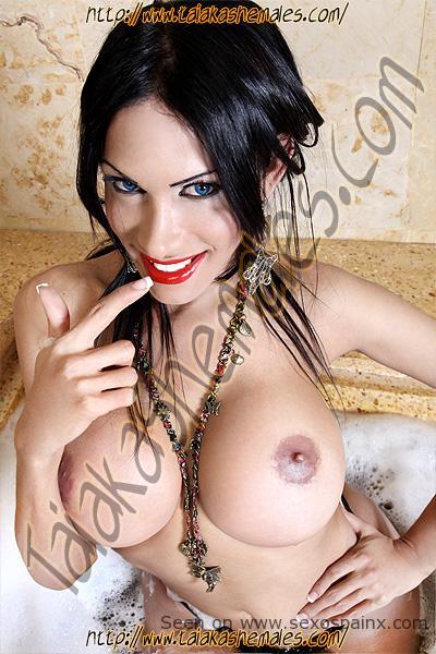 Fotos de travestis hermosas y angelicales con pechos grandes.