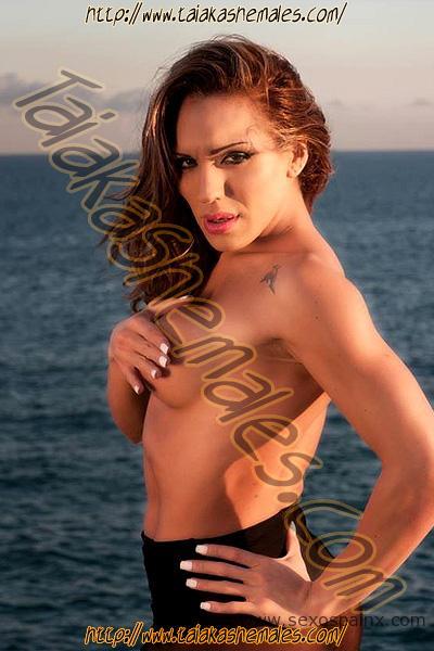 Travesti argentina Debora Sam en la playa de Barcelona.