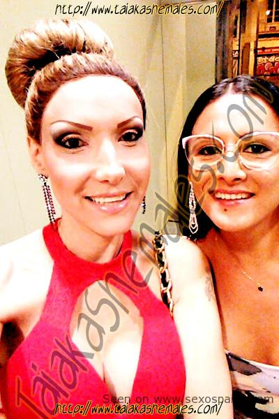 Bia Spencer otra travesti de Taiaka con su amiga transezual.