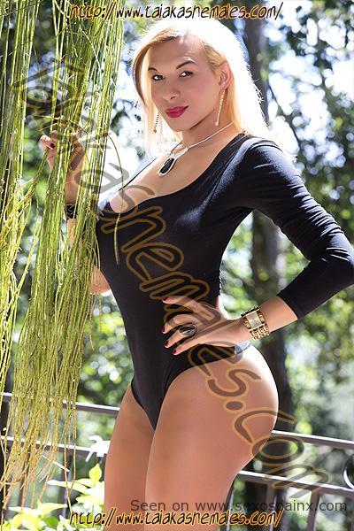 Espectaculares travestis rubias con pechos de Valencia Luna Sheer.