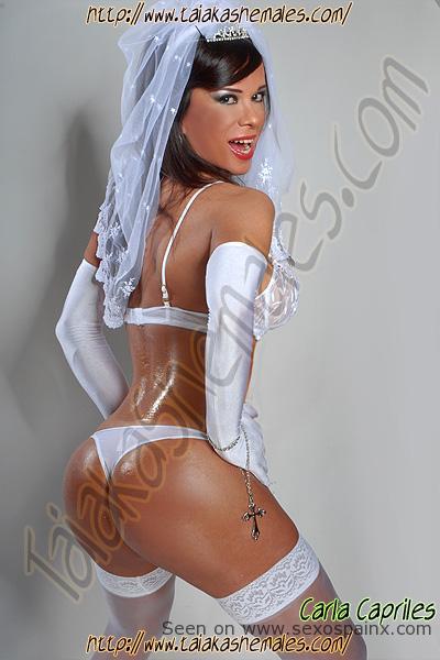 Vestida de novia diosa transexual Carla Capriles Travestis Zaragoza