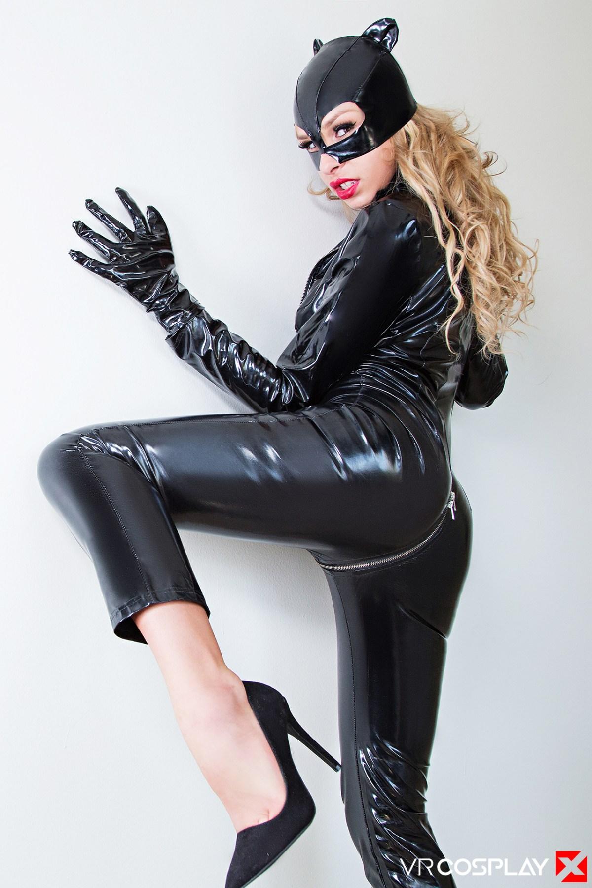 VRCosplayX_Catwoman_XXX_1