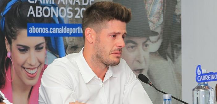 Fabricio emocionado durante la rueda de prensa (Vía: www.riazor.org)