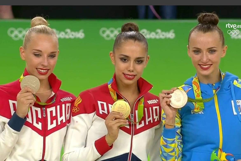 el pódium de la rítmica: Mamún, Kudry y Rizatdinova