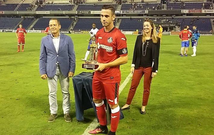 Alvaro recoge trofeo