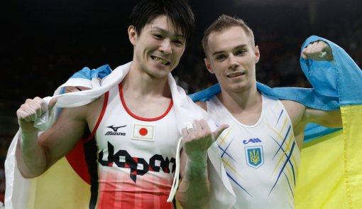 Kohei Uchimura (izquierda) y Oleg Verniaiev (derecha). Imagen de nbcolympics.com.