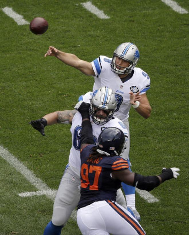 Detroit Lions quarterback Matthew Stafford (9) throws a pass during the first half of an NFL football game against the Chicago Bears, Sunday, Oct. 2, 2016, in Chicago. (AP Photo/Kiichiro Sato)