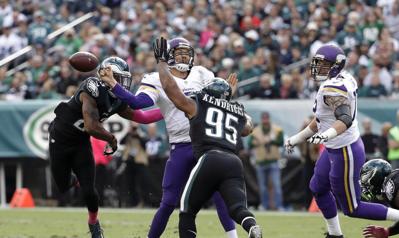FÚTBOL AMERICANO - La defensa de Eagles supera a los Vikings que perdieron su imbatibilidad
