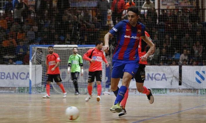 Aicardo pasa el balon durante el partido. Foto Vía: Twitter.com