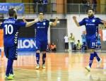 Ricardinho celebra el primer gol de partido