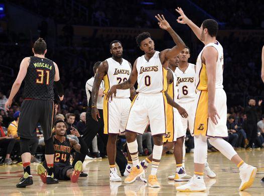 Los Lakers realizaron un gran trabajo en equipo(Foto: Kelvin Kuo-USA TODAY Sports)