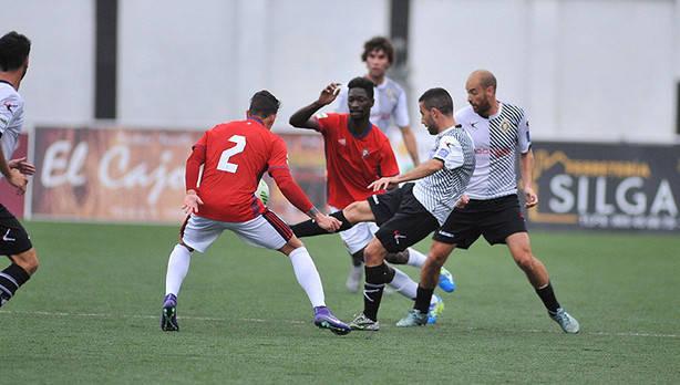Lance del encuentro de la pasada temporada entre ambos conjuntos (Foto: Noticias de Navarra)