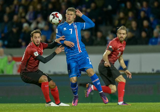 Gudmudnsson abrió el marcador para la selección de Islandia (Foto: PrensaFutbol.cl)