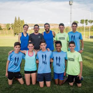 Ana Lozano, Javier Cañadillas junto al resto de su equipo de atletas
