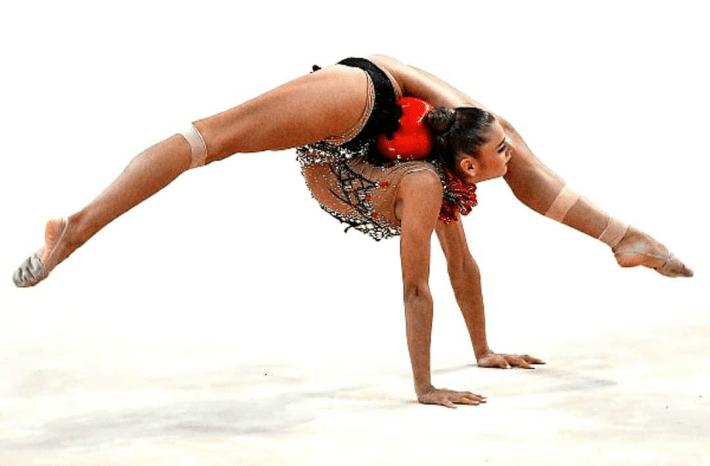 La gimnasta rusa Aleksandra Soldatova con varios vendajes durante la Copa del Mundo de Guadalajara 2019. / Foto: Instagram @rg_photoplenka