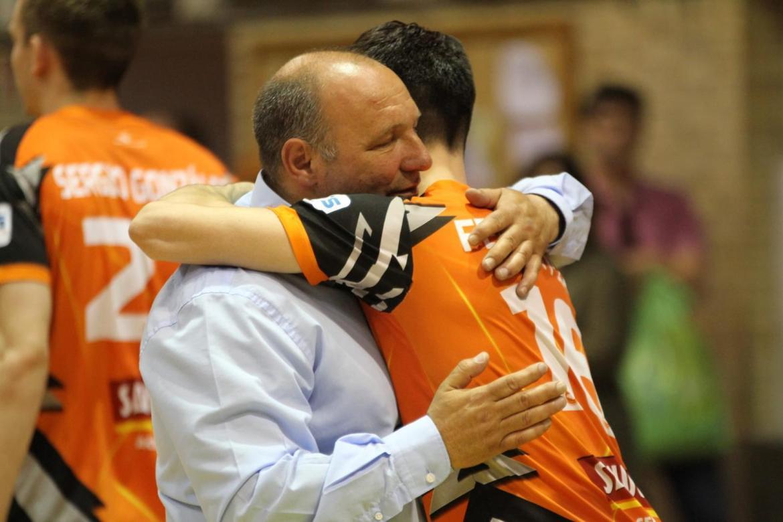 El abrazo de dos grandes