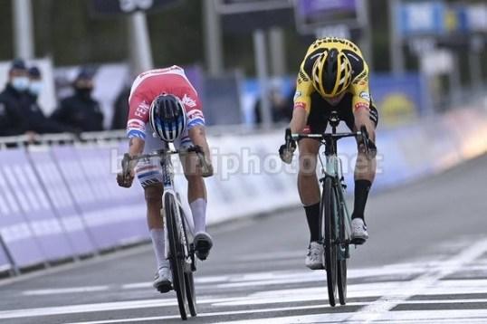Van de Poel gana De Ronde 2020
