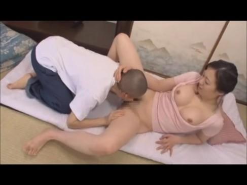 エックスビデオの変態お母さんと息子の近親相姦セックス動画像無料