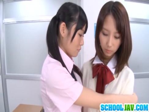 エックスビデオの制服美少女とのセックスする日本人無料
