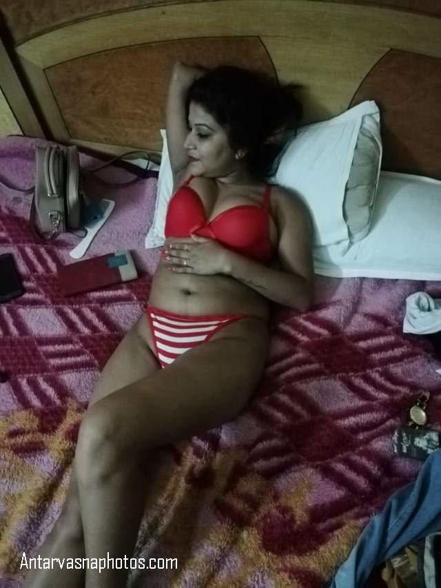 desi bhabhi ki bed me bra panty me pic