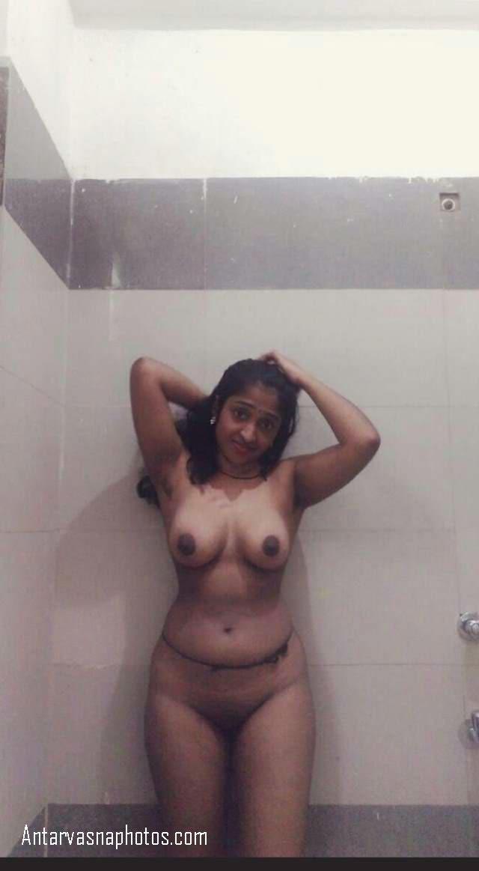 hot desi bhabhi bathroom me