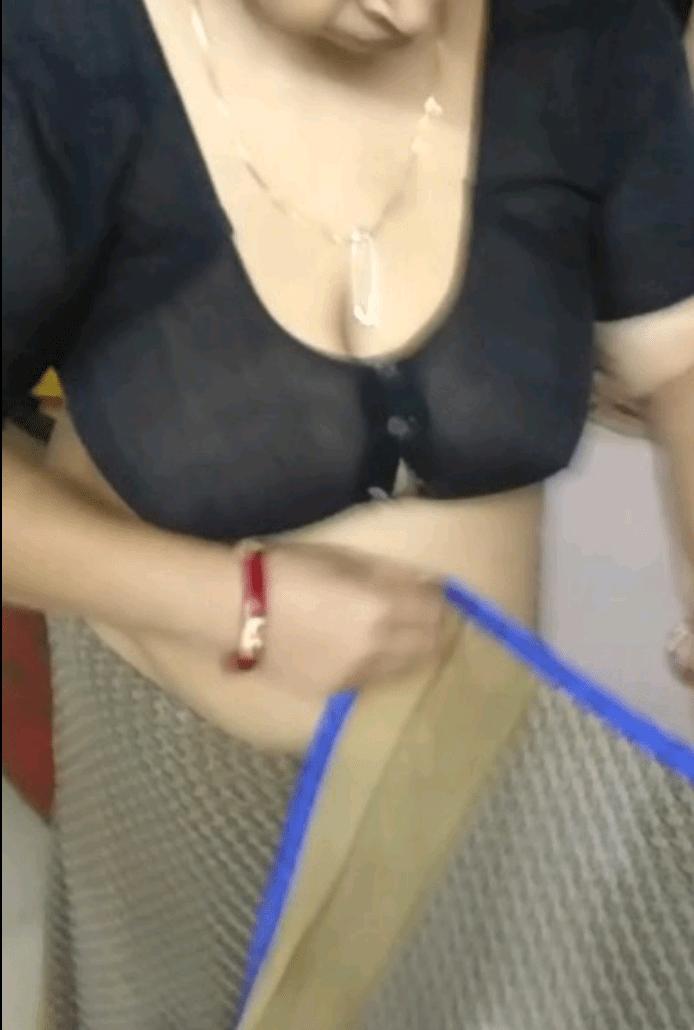Madhu aunty ki sexy boobs ki photos