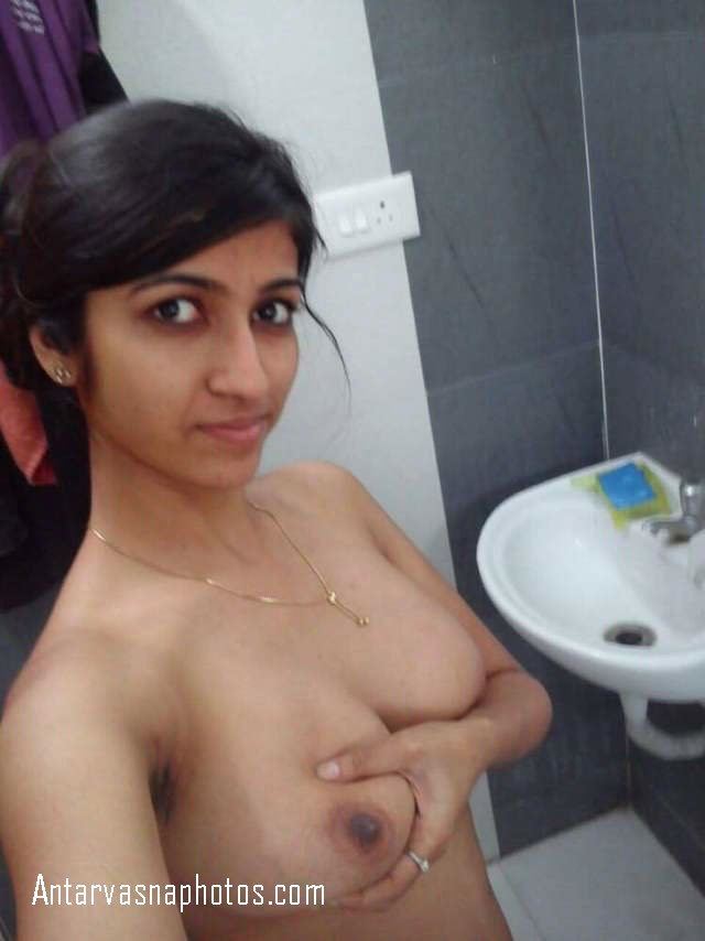 apna boobs chusane ko aage kiya