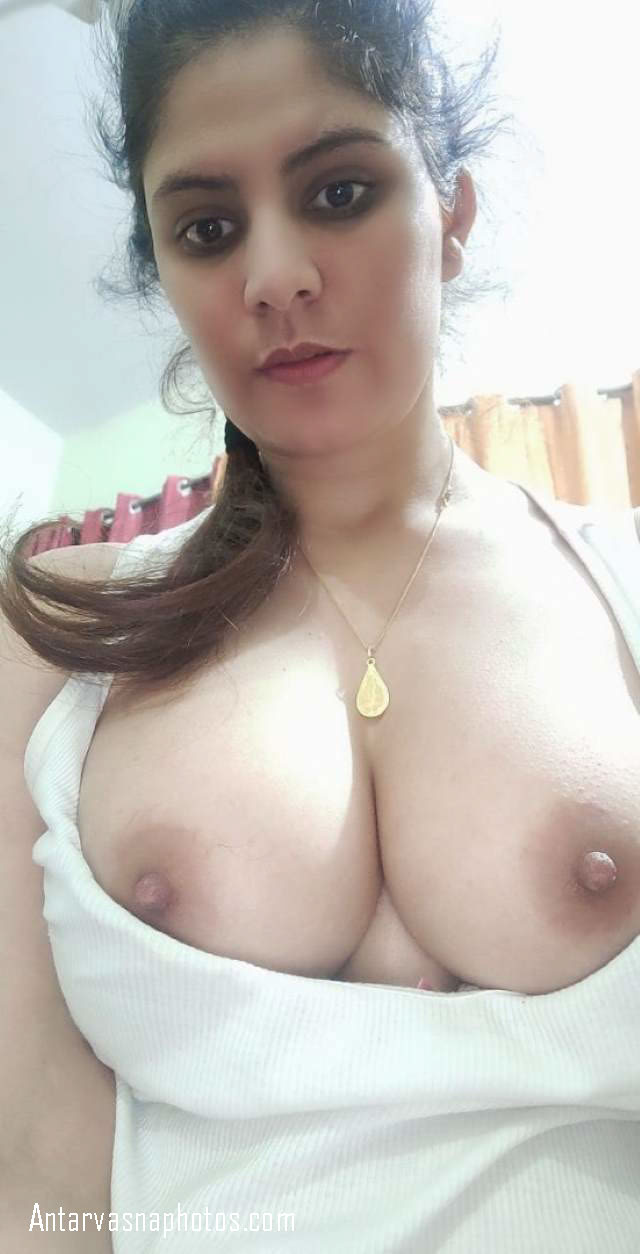 new lover ke liye boobs ki selfie
