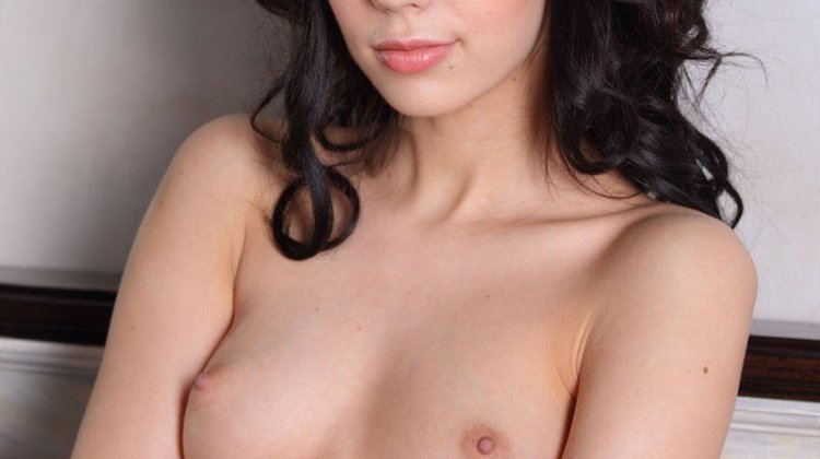 Hot girl Riya boobs dikhati hui
