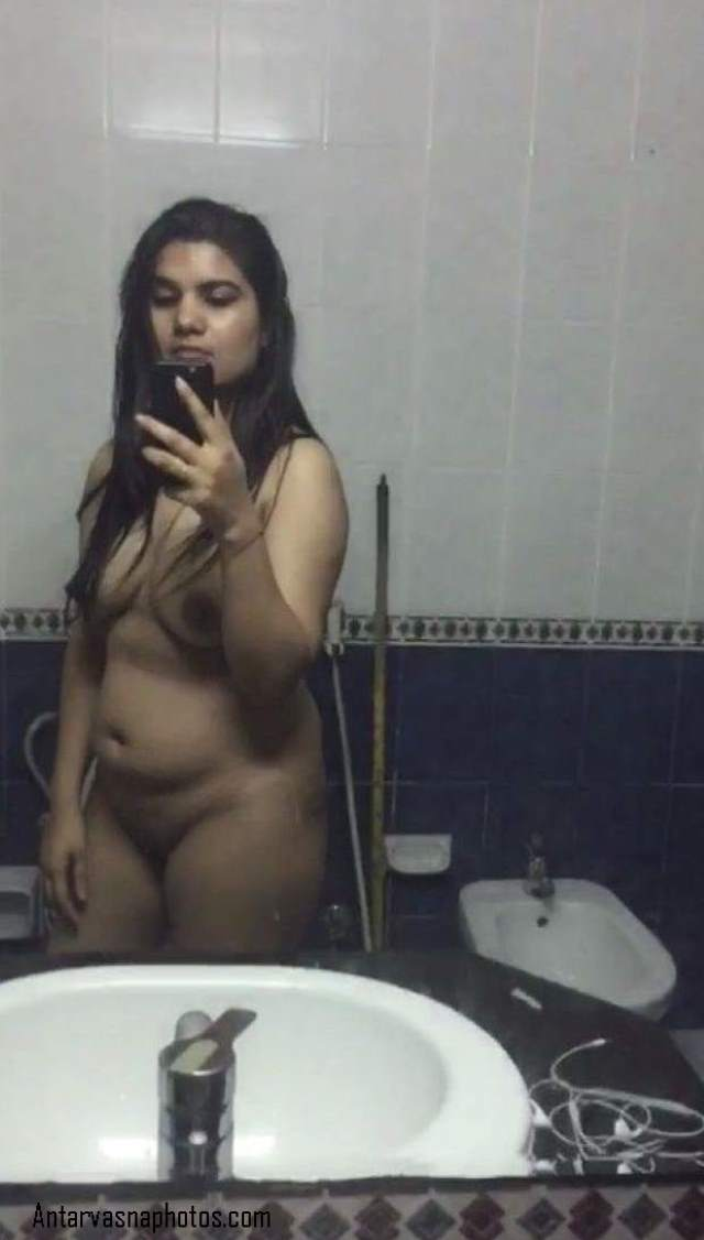 indian bhabhi sonali bathroom me selfie