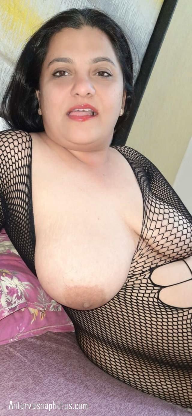 sexy pummy aunty ki pic