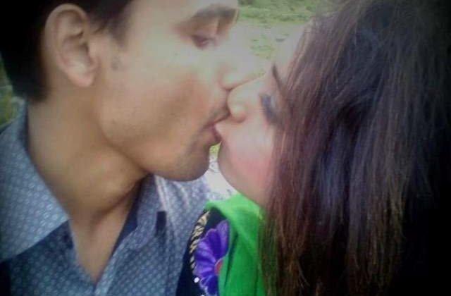 maya aur puran jungle me liplock kiss