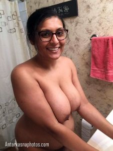 indian nude bhabhi bathroom me