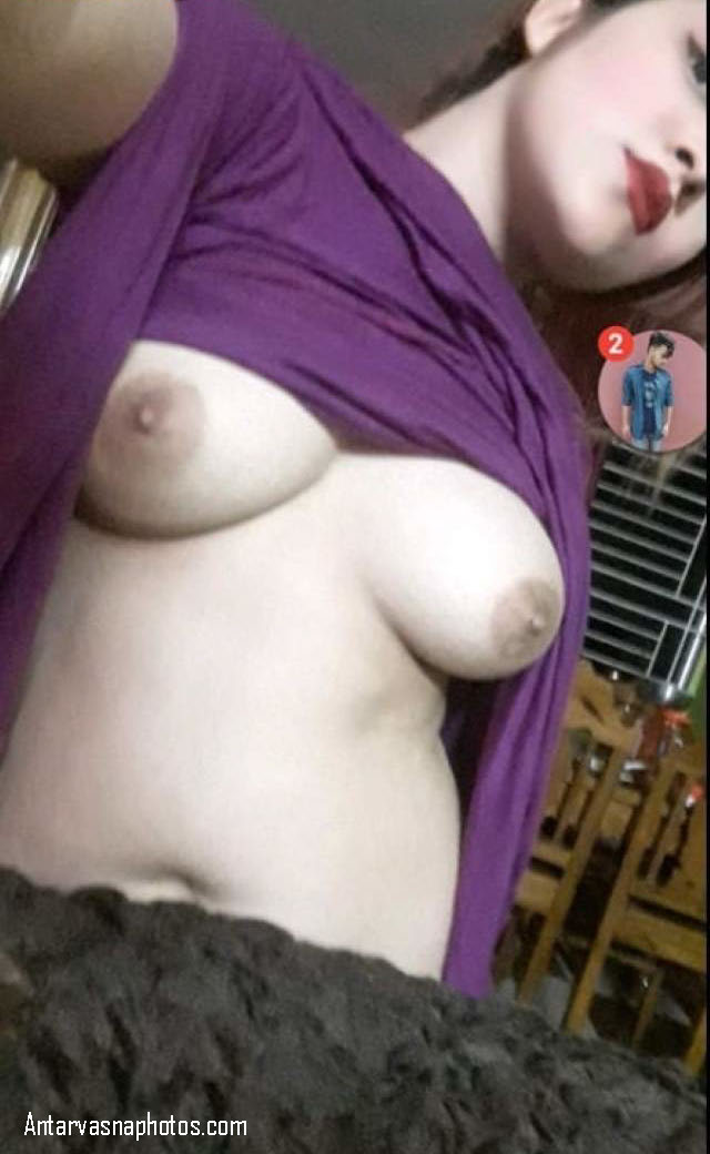 friend ko boobs dikhaye