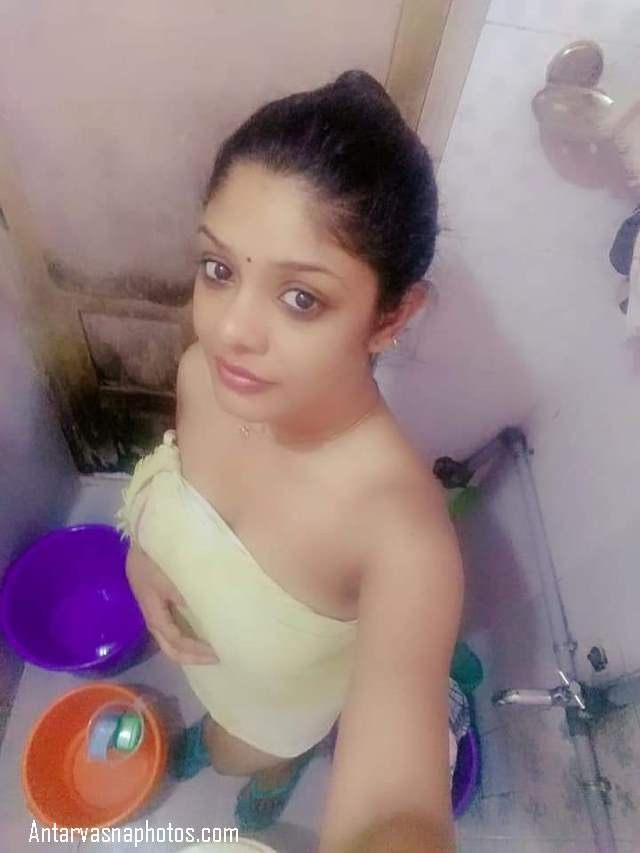 bathroom me towel me desi girl