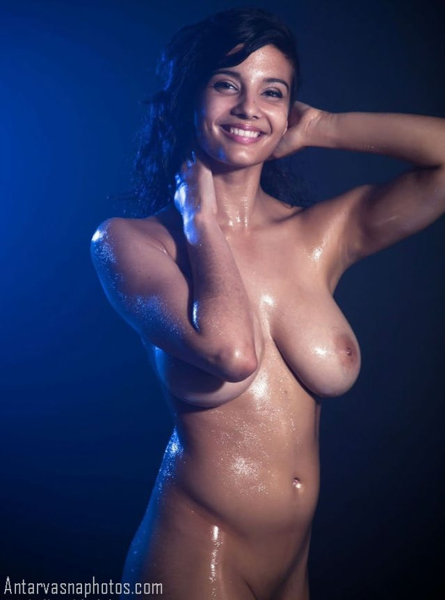 sexy smile deti nude model