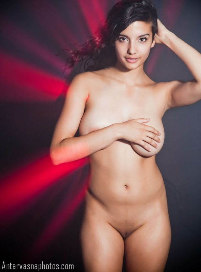 hot indian porn model ke bheege boobs ki photo