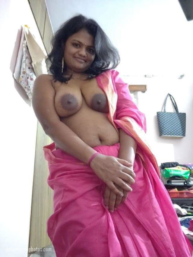 saree me boobs dikhati bhabhi