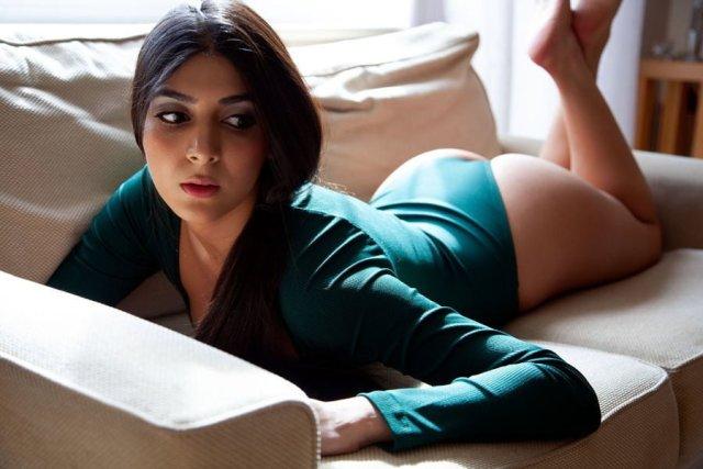 gaand dikhati sexy wife